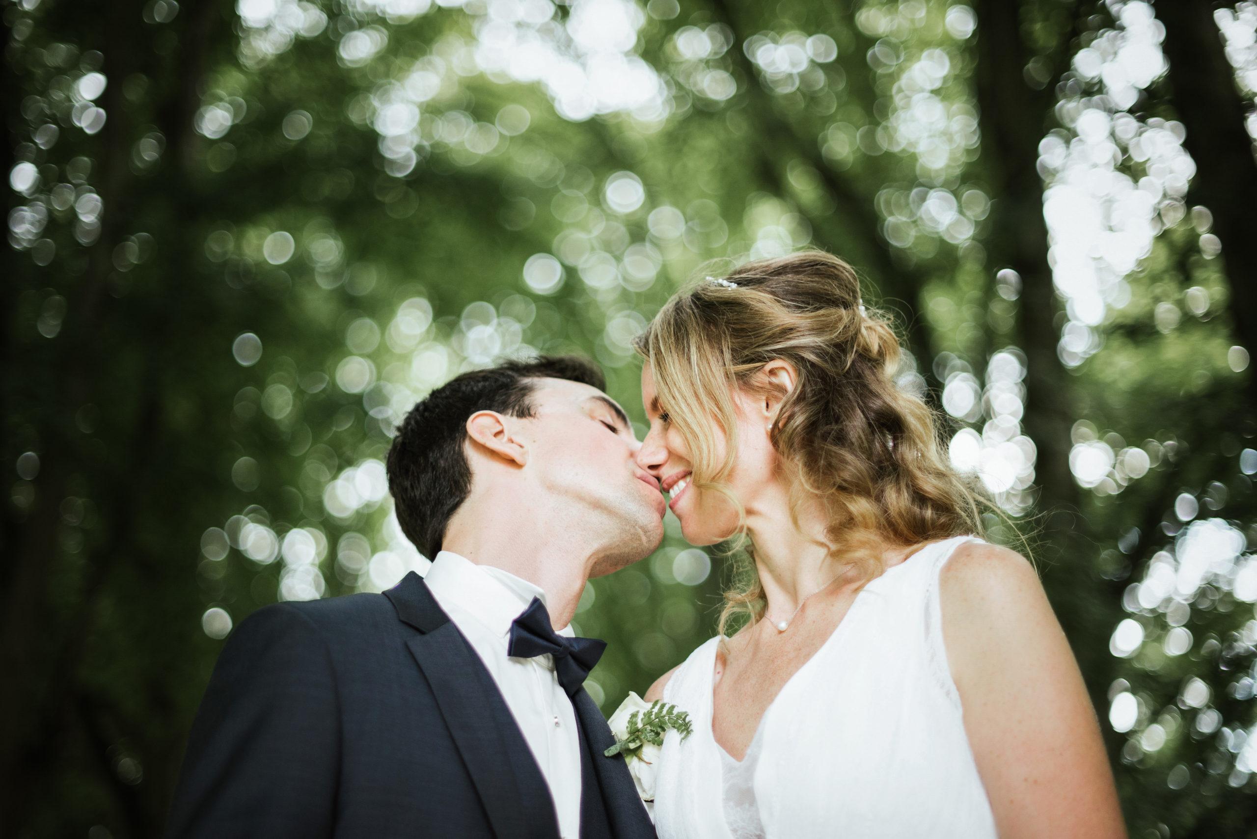 photo de couple aurélie et michael mariage château de Raray Oise